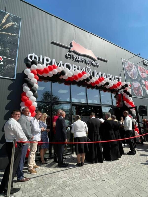 Безкоштовна дегустація шашлику та подарунки: у Теребовлі відкрили найбільший фірмовий маркет «Студії м'яса»