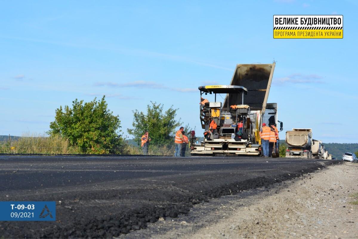 Дорожники взялися за найбільш знищену автодорогу Тернопілля