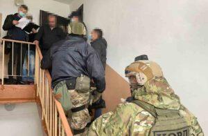 """Поблизу Почаєва затримали банду рекетирів, які намагалися """"кришувати"""" Кременеччину (ФОТО)"""