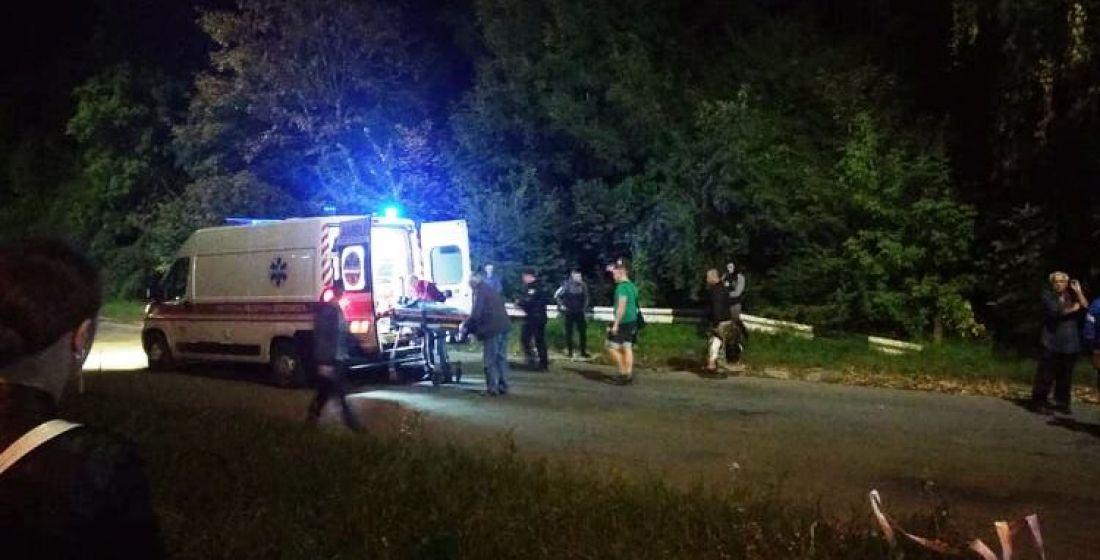 З потерпілої злетіло взуття: у Тернополі на Бережанській автомобіль збив молоду дівчину (ФОТО))
