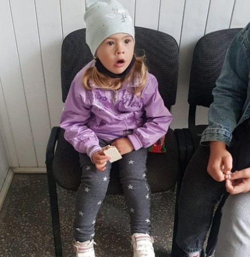 У Борщеві знайшли маленьку дівчинку – розшукують батьків (ФОТО)