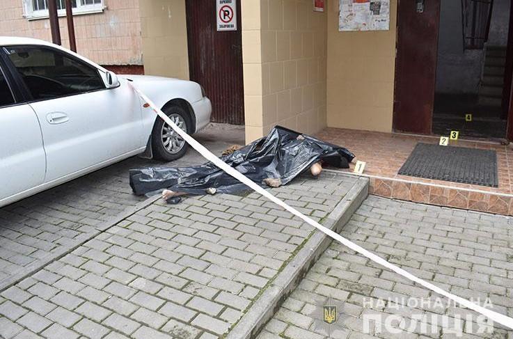 Вбивство у Тернополі: на Київській біля під'їзду лежало тіло людини (ФОТО)