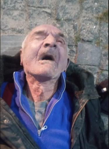 У Чорткові невідомий чоловік помер біля магазину: поліція встановлює його особу(ФОТО)