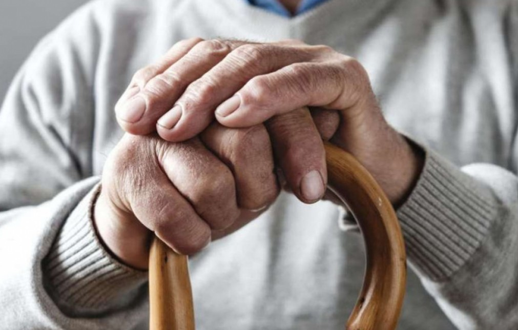 На Тернопільщині чоловік побив і пограбував 82-річного дідуся