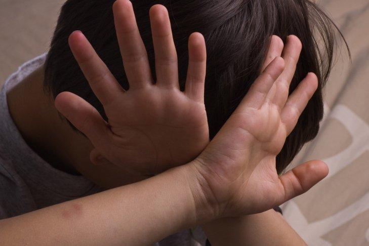 У Тернополі незнайомці вдарили 10-річного хлопчика металевою балкою по голові