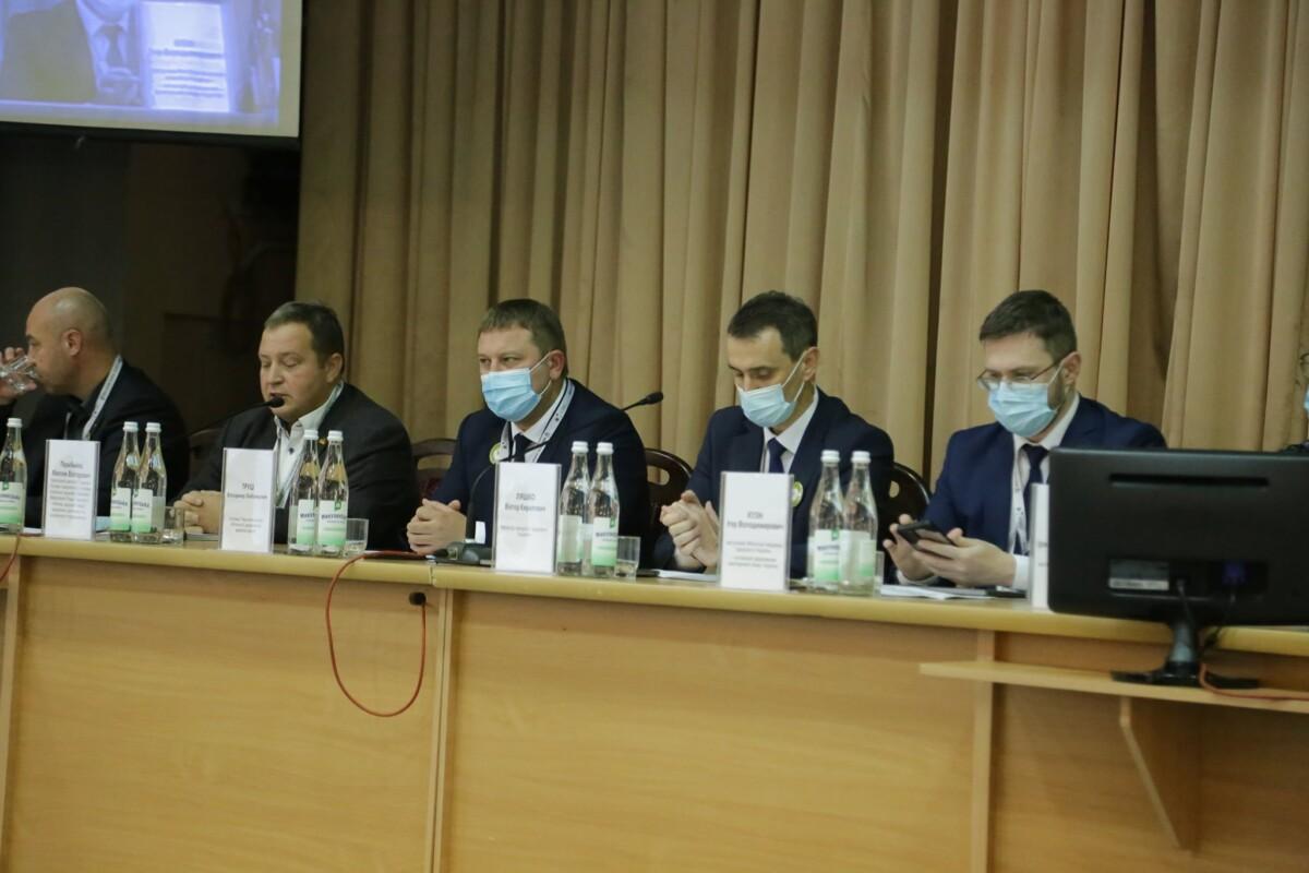 Ляшко у Тернополі заявив, що МОЗ звільнятиме тих лікарів, у чиїх закладах підробляли сертифікати вакцинації