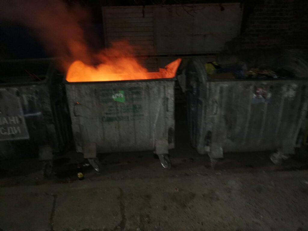 У центрі Тернополя горіли три смітники: що сталося