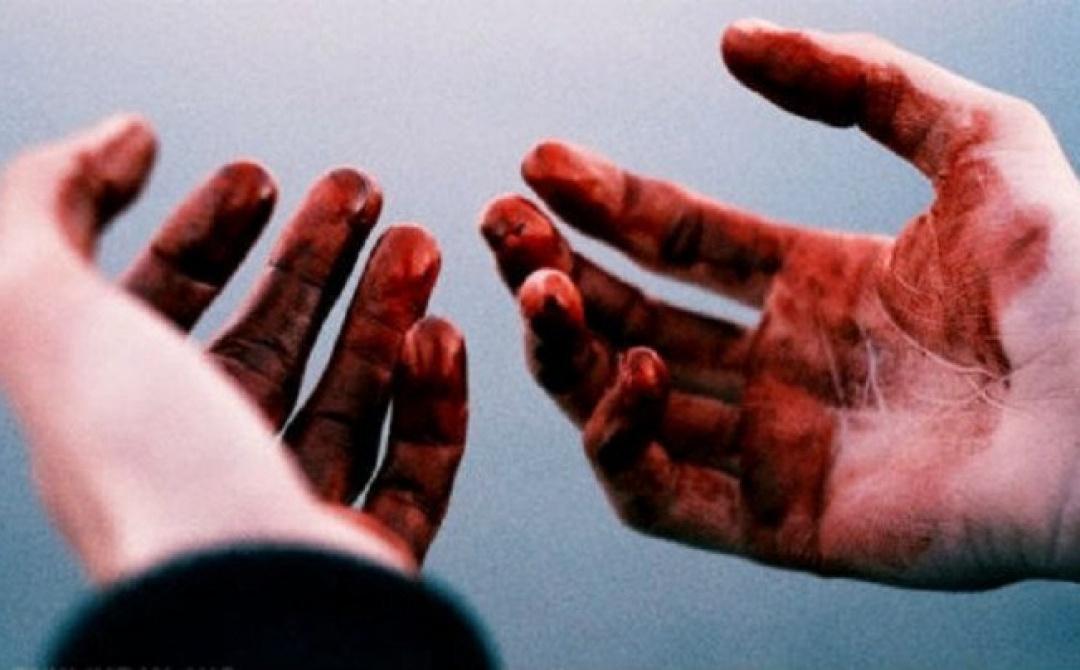 У Тернополі чоловік безжально різав співмешканця матері і знімав усі страждання на відео