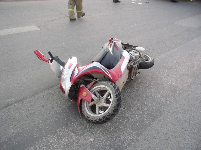 На Бучаччині водій на скутері збив 15-річну дівчину