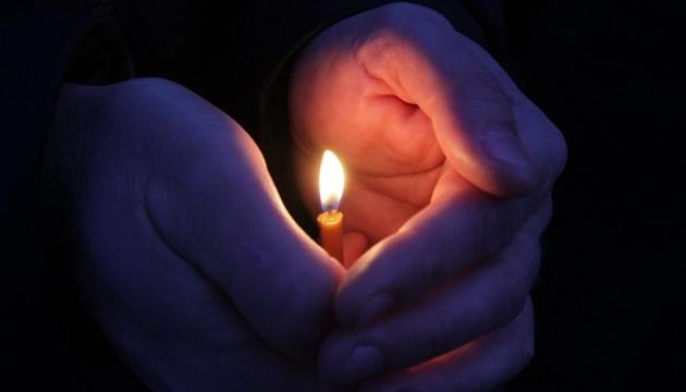 Привів онуків і помер: трагічно завершилася святкова лінійка в одній із українських шкіл (ВІДЕО)