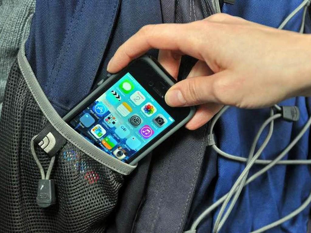 У Тернополі чоловік попросив колегу налаштувати телефон, а той взяв кредит на ім'я власника