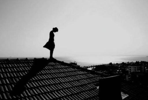 У Тернополі вночі жінка з дитиною вилізла на дах будинку та намагалась зіскочити
