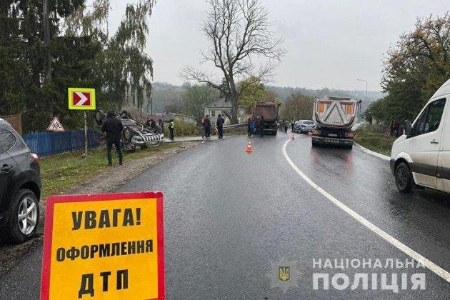 """Аварія на Чортківщині: 27-річна відійка """"Мерседеса"""" у реанімації (ФОТО)"""