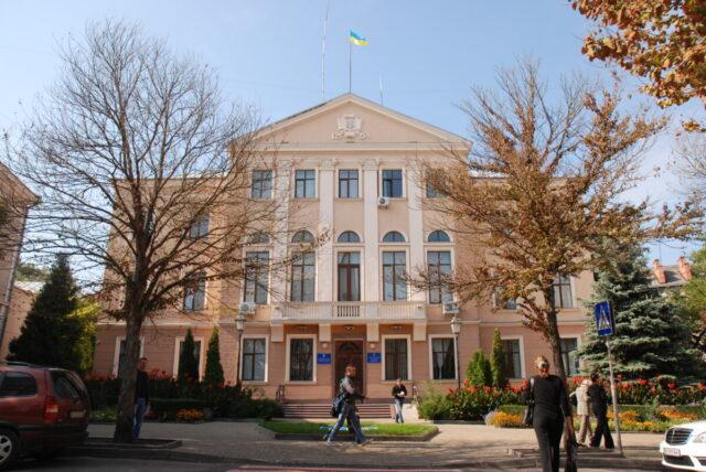 У Тернополі вхід до підрозділів міськради дозволять лише з негативним тестом на COVID-19 чи документом про вакцинацію