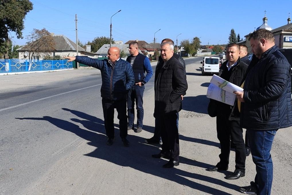 Відремонтують дорогу, облаштують тротуари та освітлення: ще один масштабний ремонт у  Великоберезовицькій громаді (ВІДЕО)