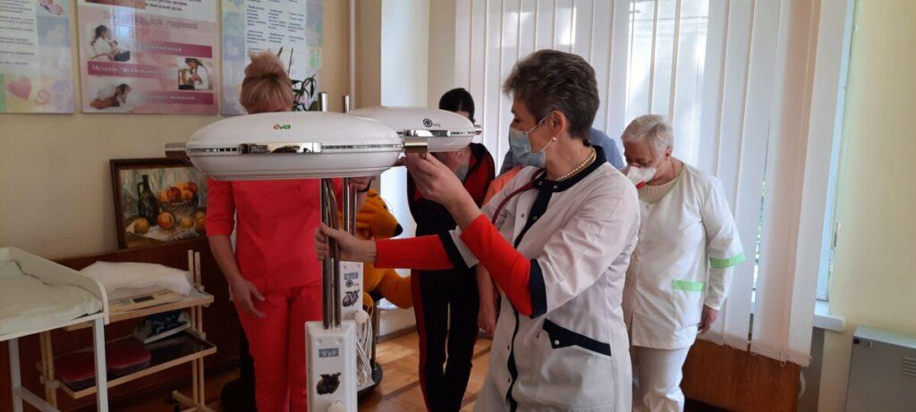 Благодійна акція в Тернополі: мережа EVA подарувала обласній дитячій лікарні необхідне обладнання