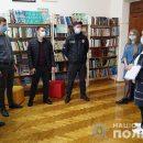 У школах Тернополя поліція перевіряє вчительські Covid-сертифікати (ФОТО)