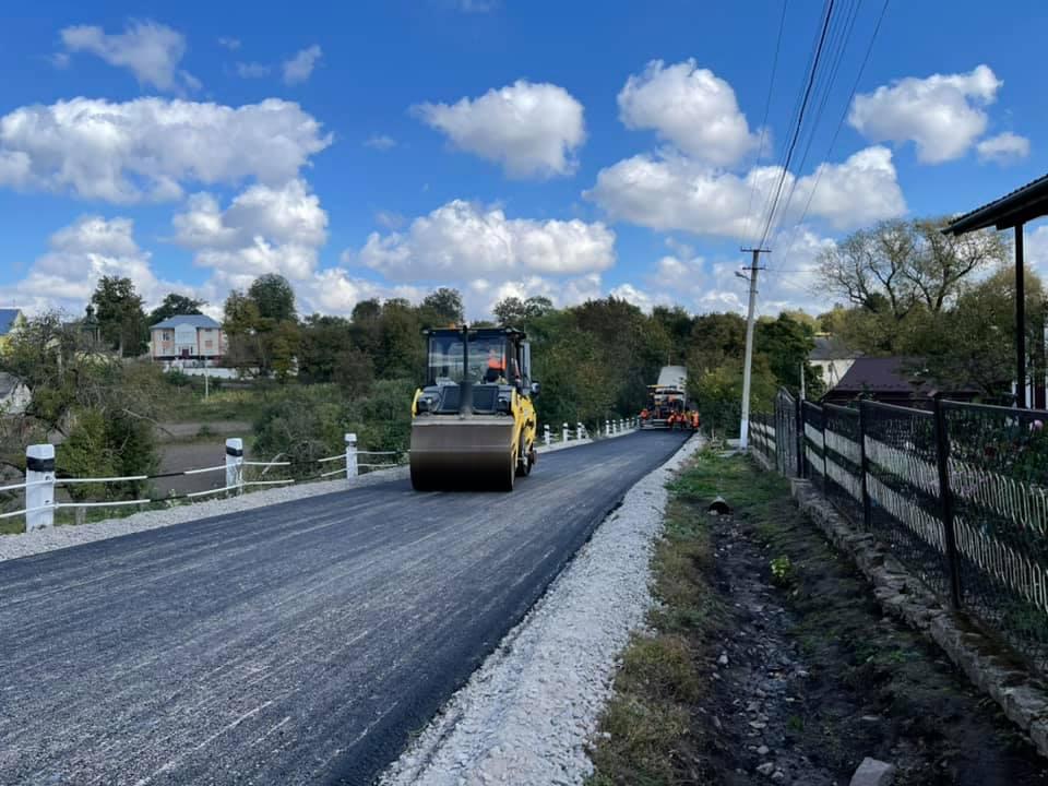 Одну з найгірших ділянок дороги у Бучацькій громаді ремонтують (ВІДЕО)