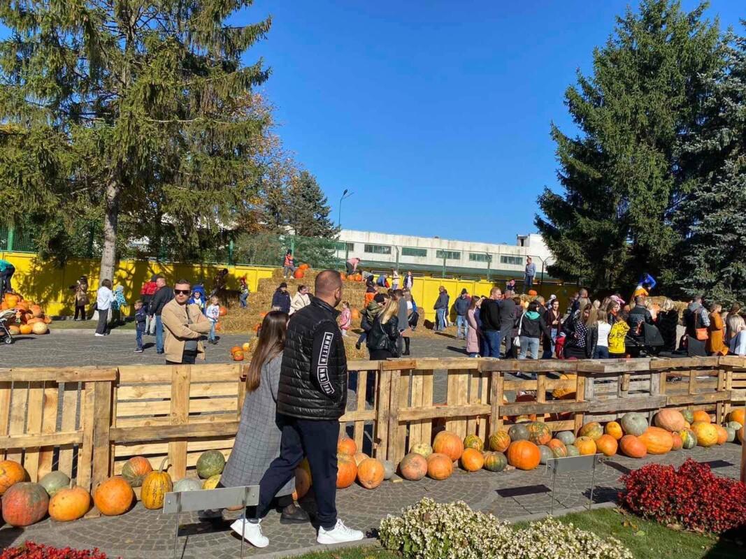 За вихідні майже 7 тисяч тернополян відвідали найбільшу в області гарбузову фотозону (ФОТО)