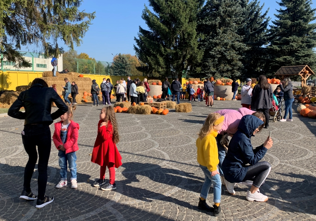 Родзинка осені 2021: на найбільшу в області гарбузову фотозону приїздять тисячі людей (ФОТО, ВІДЕО)