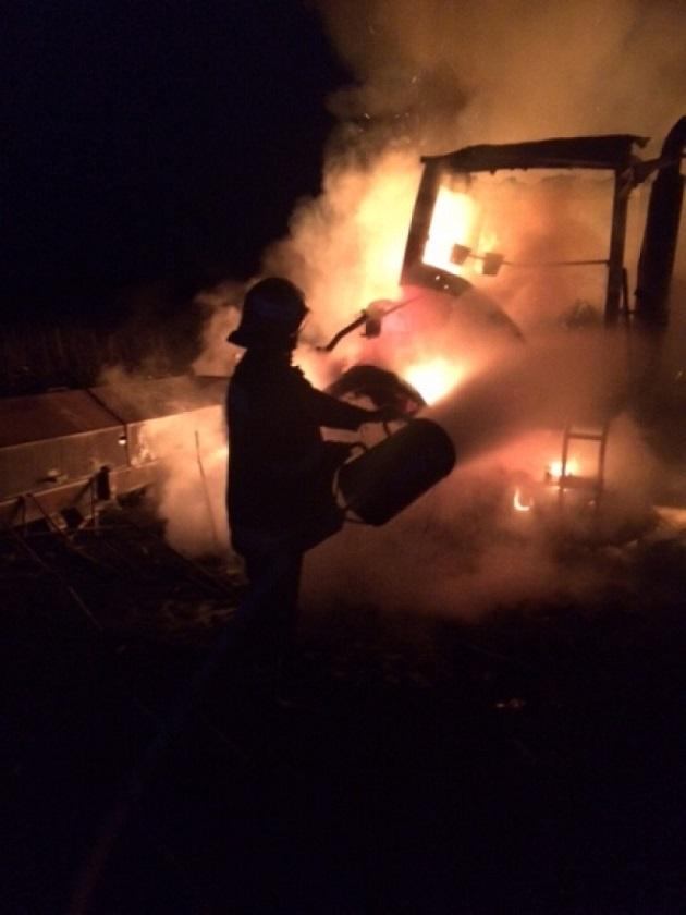 На Тернопіллі вночі одночасно горіли два трактори Fend