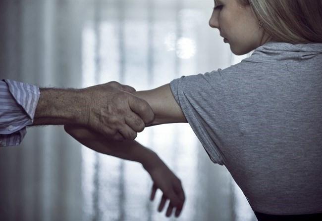 На Борщівщині чоловік знущався з жінки та погрожував підірвати її