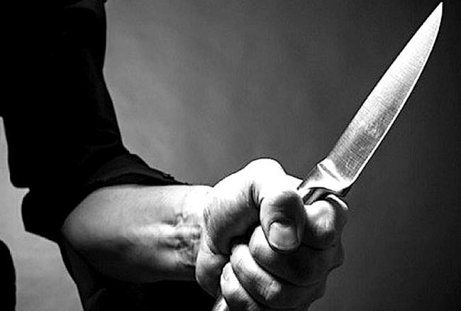 """На """"Східному"""" хлопець заступився за друга і отримав удар ножем у сідницю"""