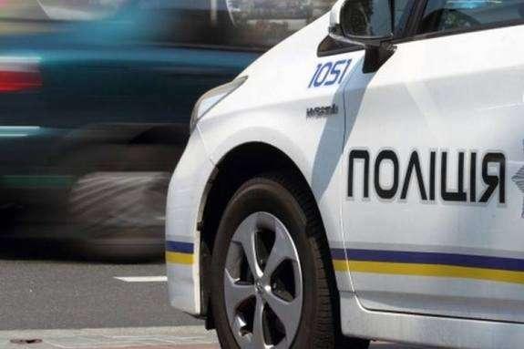 Подвійне нещастя: п'яного водія зупинили патрульні, а злодій тим часом викрав з салону авто 300 доларів