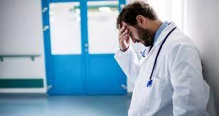 Підробка ковід-сертифікатів: МОЗ вимагає відсторонити 15 голів медзакладів